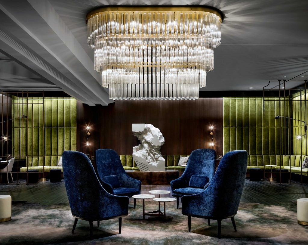 Book your hotel for the show at the gwen a luxury for Book a hotel room in chicago